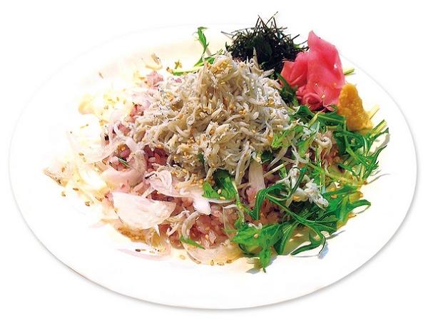 話題沸騰のAloha Beach Cafeから新たに「栄養満点 黒米のしらすプレート」が登場!
