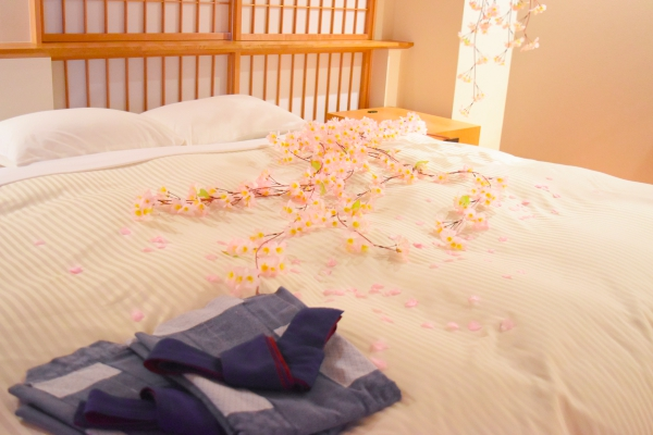 部屋の中でもお花見!京都嵐山のホテルに「桜のデコレーションルーム」登場
