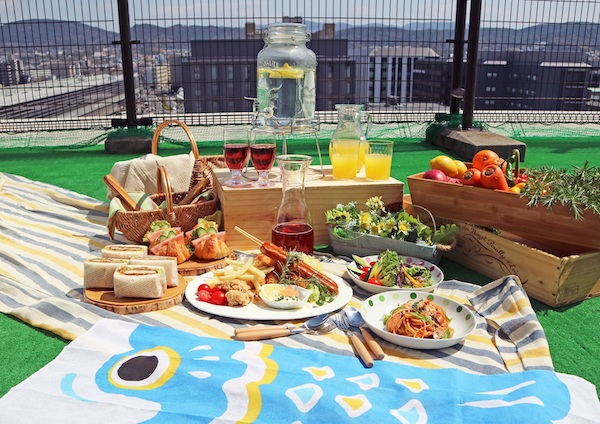 """都ホテル 京都八条の解放感溢れる屋上で""""ピクニックランチ""""を楽しもう!"""