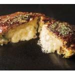 カマンベールチーズが丸ごとドンッ!超濃厚なお好み焼き